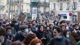 Μαζική κινητοποίηση στη Γαλλία - Η μεγαλύτερη των τελευταίων χρόνων