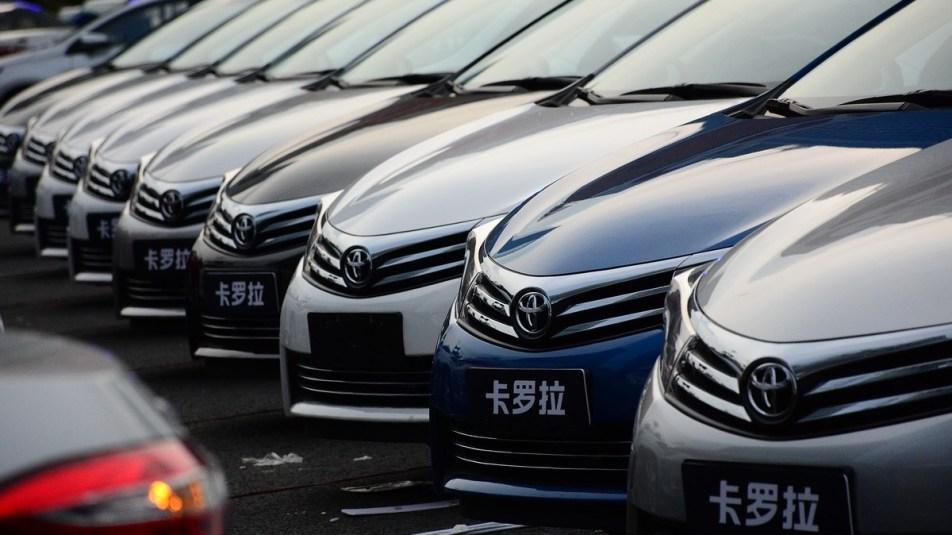 Top 10 de carros automáticos com valor de até 20 mil reais. Marca: Toyota Corolla.