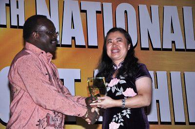 Chinese Ambassador receiving an award for Export Trade Facilitation at the National Exports Awards