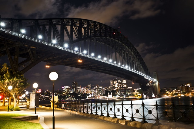 Image shows the Sydney Harbour as lights go out to signal the start of the Earth Hour campaign in Sydney, Australia, March 28, 2015. (Xinhua/Jin Linpeng)(azp)