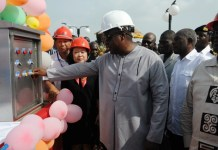 Ghana's President John Dramani Mahama visits the Kpong water supply expansion project, some 80 kilometres from Accra, capital of Ghana, Dec. 24, 2014. The project, which was launched in June 2011 by China Gezhouba Group Ltd (CGGC) at a cost of 273 million U.S. dollars and funded mainly by China Exim Bank in the form of preferential buyer's credit, has been completed by 99% . The project will produce 40 MGD of water at its full capacity by Feb. 2015, according to Ding Tao, the managing director of the Ghana Branch of CGGC. (Xinhua/Lin Xiaowei)