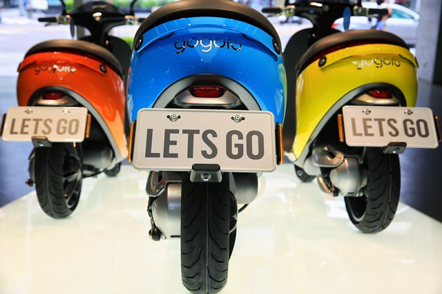 Photo taken on July 17, 2015 shows gogoro motorcycles or Smartscooters in Taipei, southeast China's Taiwan. The Smartscooter is designed to be able to run 100 kilometers at a speed of 40 kilometers per hour powered by two batteries. Customers can get fully-charged batteries by swapping batteries at 32 battery swap stations in Taipei. The number of the stations are expected to rise to 150 by the end of this year. (Xinhua/Cai Yang) (lfj)