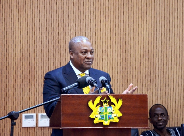 Ghanian President John Dramani Mahama speaks at the inauguration of a court complex for the judicial service in Accra, capital of Ghana, on Oct. 9, 2015. Ghanian President John Dramani Mahama on Friday assured Ghanaians of his commitment to fight corruption at the inauguration of a multi-million dollar court complex for the judicial service in Accra. The 42-room facility was constructed by the China State Hualong Construction, Ghana Limited. (Xinhua/Li Ziyun)