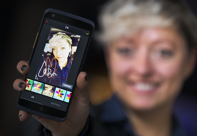 A woman shows her selfie on an AXON smartphone during the phone's official launch ceremony in Toronto, Canada, Oct. 27, 2015. As the fourth-largest smartphone supplier in North America, China's Zhongxing Telecommunication Equipment Corporation (ZTE) on Tuesday inaugurated AXON, its first smartphone product in Canadian market, in cooperation with local carrier Rogers Communications. The smartphone AXON will be available for purchase in Canada on Nov. 6. (Xinhua/Zou Zheng)
