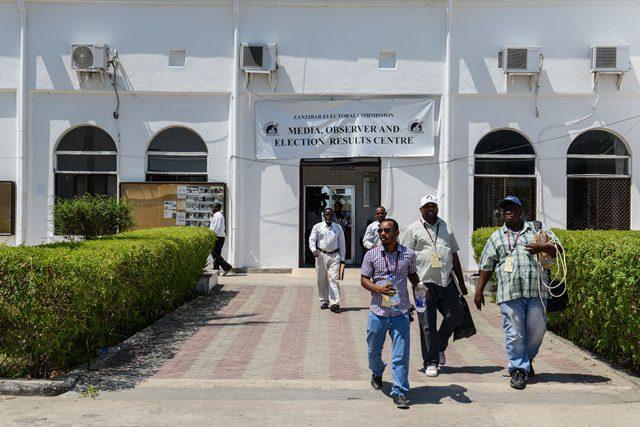 Media workers leave the Media, Observer and Election Results Centre of Zanzibar Electoral Commission in Zanzibar, Tanzania, on Oct. 28, 2015. Tanzania's semi-autonomous archipelago Zanzibar on Wednesday has cancelled results of its just-held general elections, according to Zanzibar Electoral Commission. (Xinhua/Zhai Jianlan)