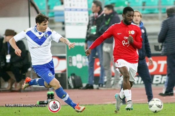 Isaac Donkor in action for Bari