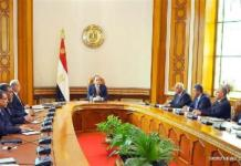 Egyptian President Abdel-Fattah El-Sisi (C) meets with his new ministers in Cairo, Egypt on March 23, 2016. Egyptian President Abdel-Fattah El-Sisi reshuffled the cabinet on Wednesday, swearing in 10 new ministers, as the country strives to revive its economy, official Ahram online reported. (XINHUA/MENA)
