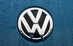 AFP/File / Paul J. Richards Volkswagen's net profit slumped by 20.1% to 2.31 billion euros in the period from January to March, on a 3.4-percent decline in sales to 50.96 billion euros