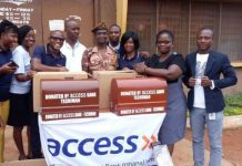 Employee volunteers of the Techiman branch presenting items to the Sunyani Prisons Authority