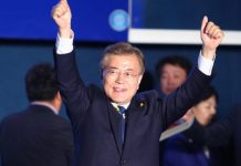"Moon Jae-in of the liberal Minjoo Party waves during a celebration event in Seoul, South Korea, on May 9, 2017. Liberal candidate Moon Jae-in of the Minjoo Party said Tuesday that South Korea's presidential election is ""a great victory of great people"" after most of local media outlets viewed his victory as assured. (Xinhua/Yao Qilin) (zf)"