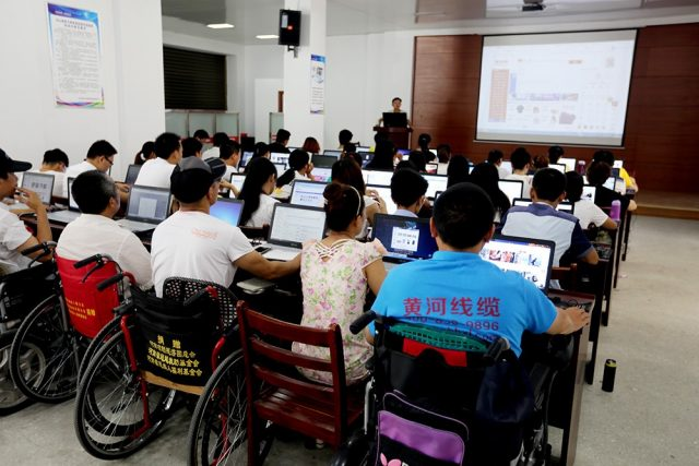 Handicapped people get e-commerce training in Guangshan County, central China's Henan province. The training is free, thanks to county backing. Photo from the website of the People's Government of Guangshan County