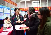 University graduates look for jobs at a job fair in east China's Zhejiang province, March 2. An increasing number of graduates now choose to work in China's second- and third-tier cities, which roll out preferential policies to attract them to contribute to the cities' development. (Photo from People's Daily Online)