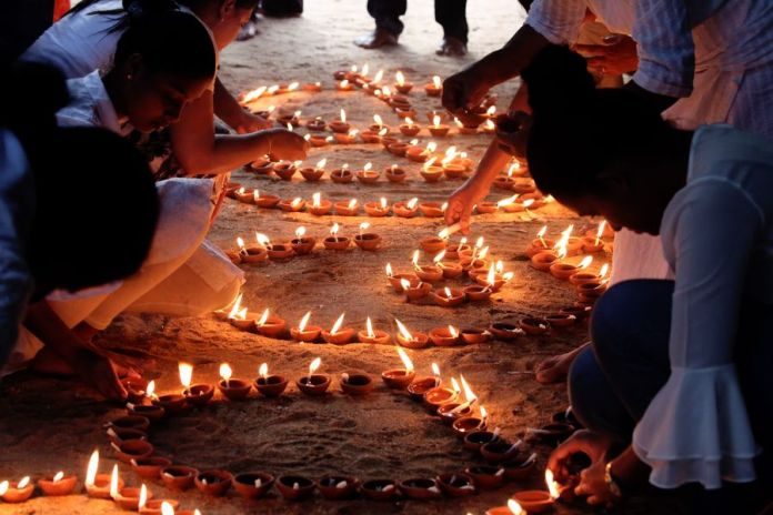 Local residents hold a vigil to express solidarity with China in the efforts to battle the novel coronavirus outbreak in Colombo, Sri Lanka, Feb. 1, 2020. (Photo by Ajith Perera/Xinhua)