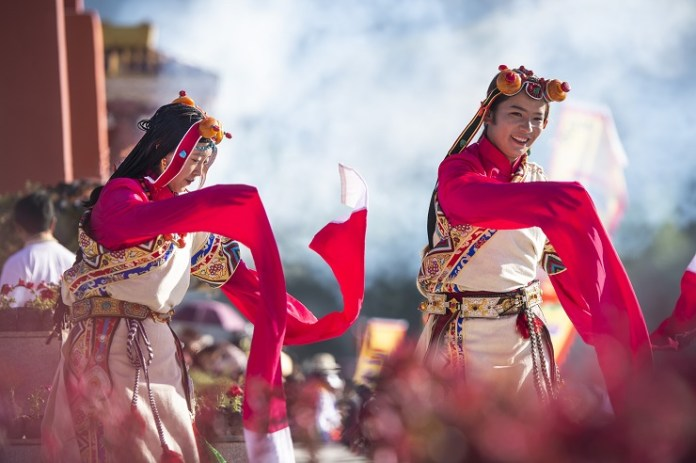 The picture taken on July 25, 2019 shows the open ceremony of a horse racing festival in Yushu Tibetan Autonomous Prefecture, Qinghai province. Cultural tourism industry is largely promoted by Yushu to improve the income of local people. (Photo by Feng Jiangjiang, People's Daily Online)