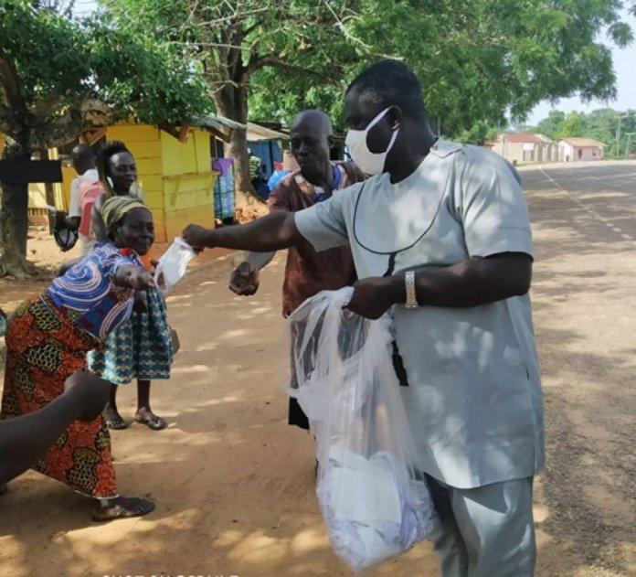 Asante Akim South Assembly Distributes Nose Masks