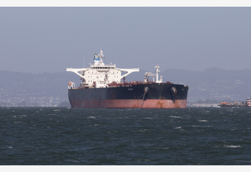 An oil tanker sits offshore in the San Francisco Bay Area, the United States, April 26, 2020. More than 30 oil tankers carrying over 20 million barrels of crude oil are parked between Long Beach and the San Francisco Bay Area. (Photo by Li Jianguo/Xinhua)