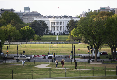 WASHINGTON D.C., April 23, 2020 (Xinhua) -- Photo taken on April 22, 2020 shows the White House in Washington D.C., the United States. U.S. President Donald Trump said on Wednesday that he has signed an executive order, limiting immigration to the United States for 60 days amid the COVID-19 pandemic. (Xinhua/Liu Jie)