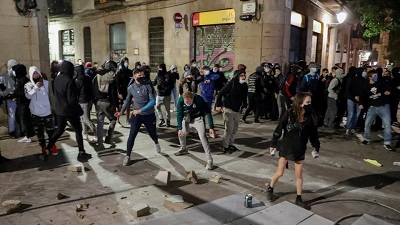 Clashes in Spain over coronavirus restrictions continue for second night