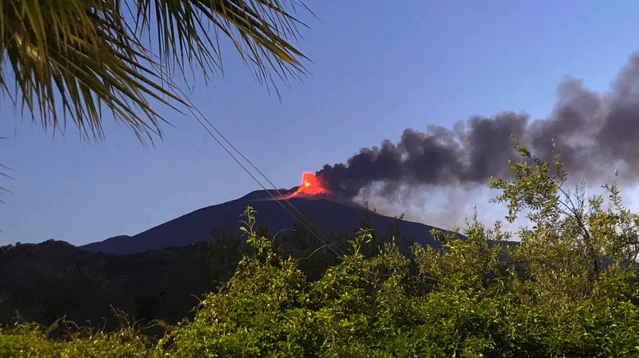 Eruzione dell'Etna del 19 maggio 2021, l'attività di fontana di lava si è  conclusa: l'aggiornamento dell'Ingv