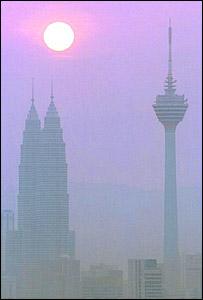 Smog en el cielo de Kuala Lumpur, Malasia.