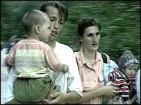 Refugees flee Srebrenica