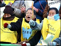 South Korean former comfort women, or sex slaves forced to serve for Japanese imperial army during World War II shout slogans during a weekly anti-Japan rally, 19/01/2005