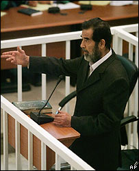 Durante el juicio que lo condenó a muerte se siguió proclamándose como el presidente de Irak.