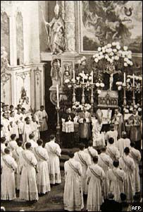 File photo of the 1951 ordination ceremony in which brothers Georg and Josef Ratzinger took part.