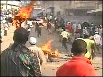 Hawkers riot in Nairobi, Kenya (From KTN Television)