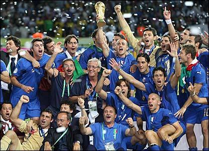 Marcello Lippi celebrates with his players