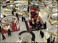 Las parisinas tienen una enorme variedad de perfumes para escoger.