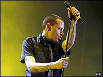 Cantante Chester Bennington del grupo Linkin Park