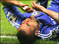 Ashley Cole is contemplating backing cruciate