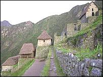 En la actualidad unos 2.500 turistas por d�a visitan Machu Picchu.