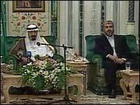Hamas leader Khaled Meshaal (right) with Saudi King Abdullah