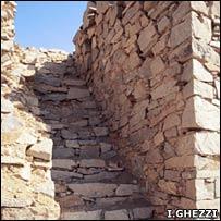 Cada torre tiene escalones hasta la cumbre.