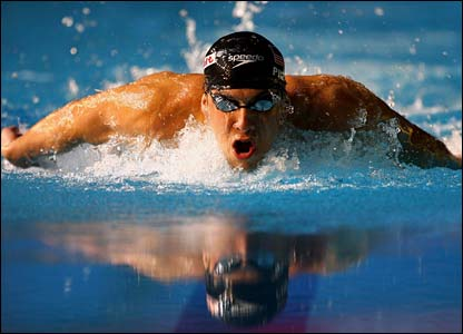 Michael  Phelps    swims    the   butterfly   relay  leg   during  the  4x100m