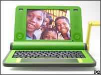 También el programa Una Computadora Portátil por Niño busca cerrar la brecha digital.