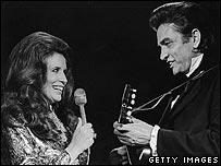 June murió en mayo de 2003. Johnny, cuatro meses después.