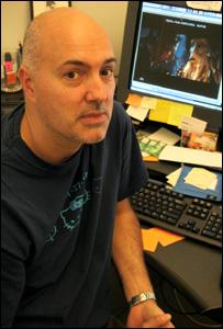 Roger Guyett es el supervisor de efectos especiales en Piratas del Caribe 3.