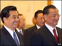 Chinese President Hu Jintao (far left) and honourary KMT head Lien Chan (far right)