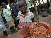 Zimbabwean children eating rations of beans