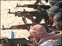 Somalis receive arms training (file pic)