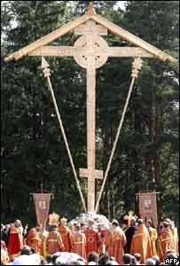 Una enorme cruz fue erigida en memoria de las v�ctimas del estalinismo