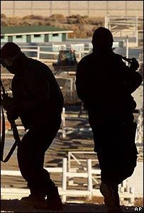 Policá especial mexicana en un operativo contra el narcotráfico