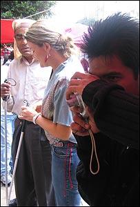 Uno de los alumnos del taller tomando fotograf�as
