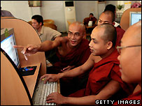 Burmese monks in Mandalay - 22/02/2007