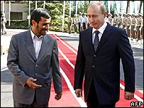 Mahmoud Ahmadinejad (L) and Vladimir Putin