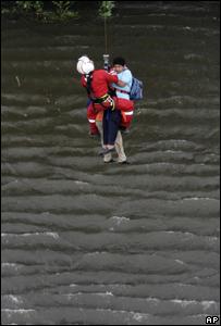 Labores de rescate en México