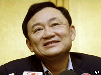 Former Thai Prime Minister Thaksin Shinawatra speaking to reporters in Hong Kong (25/12/07)